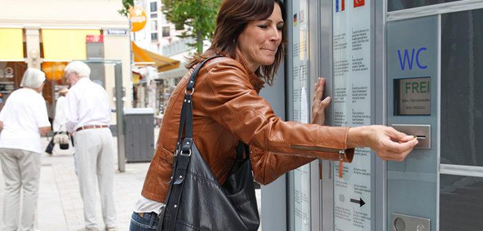 Blasenentzündung: Diese Frau muss dringend aufs Klo (Foto © Repha)