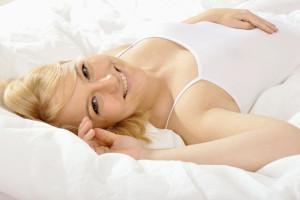 Scheidenpilz vorbeugen: Auch Wäsche aus Naturfaser kann sexy sein! © Fotolia