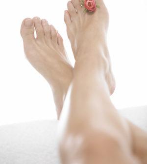 Gesunde Füße nach einer effektiven Nagelpilz Behandlung (Foto: © Bayer HealthCare)