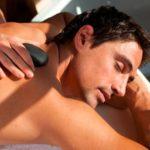 Heisse Steine Behandlung im Hotel Mirabell (Foto © Hotel Mirabell)