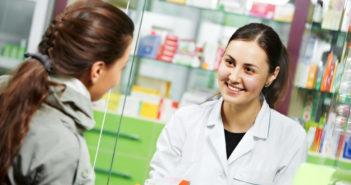 Nach der Scheidenpilz-Diagnose: gut wirksame, nicht-rezeptpflichtige Antipilzmittel gibt's in der Apotheke (Foto © Fotolia)