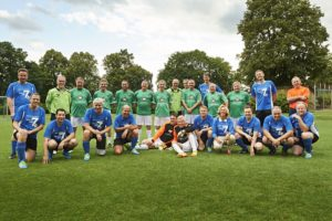 Fans und Mannschaften der Aktion zeigen: Sport ist gesund, in jedem Alter, auch für Diabetiker! (Foto © Sanofi)