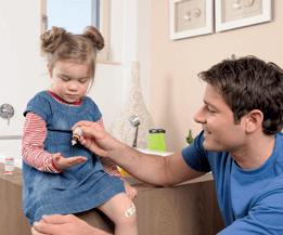 Die Kombination von Globuli und Salbe ist geeignet für Jung und Alt.