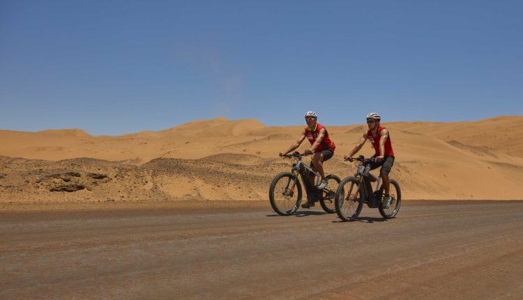 E-Bike Expedition am höchsten Vulkan der Welt (Foto © Bayer)