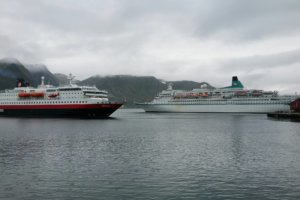 Norwegen MS Albatros meets Hurtigruten