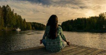 Offene/ambulante Badekuren - Frau entspamnnt am See