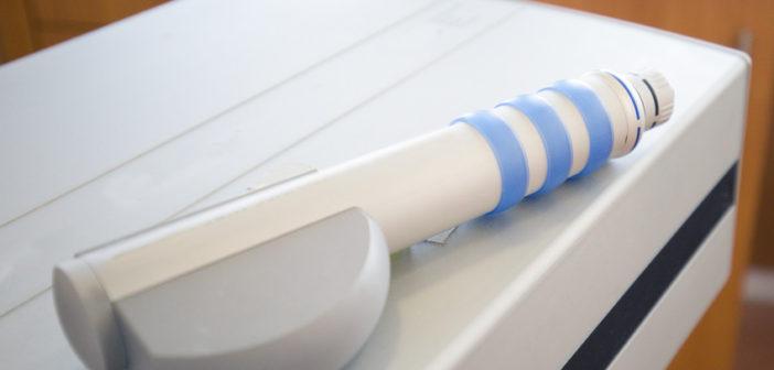 Stoßwellengerät für die Stoßwellentherapie bei Fersensporn