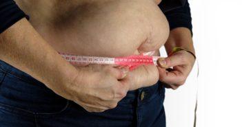 morbide Adipositas, dicker Bauch mit Maßband