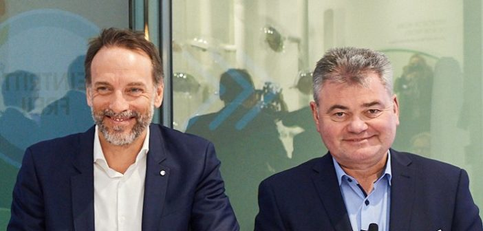 Dr. Fabrizio Guidi, Deutschland-Chef von Sanofi und Prof. Dr. med. Dieter W. Paar, Medizinischer Direktor
