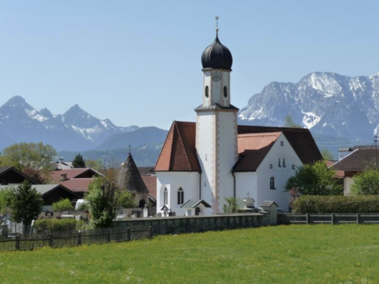 Radtouren Bayern Kirche im Dorf