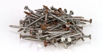 Haufen von Eisennägeln - Eisenspeicherkrankheit