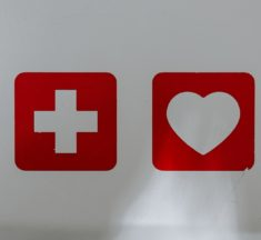 Herzinfarkt – Erste Hilfe Maßnahmen entscheiden über Leben und Tod